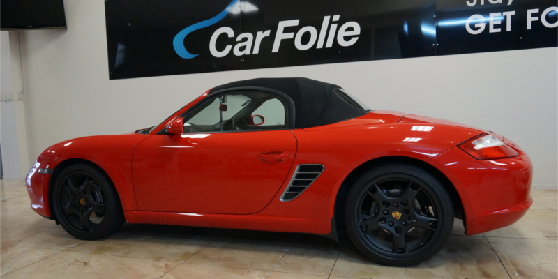Porsche with matt black Plasti Dip rims by Car Folie
